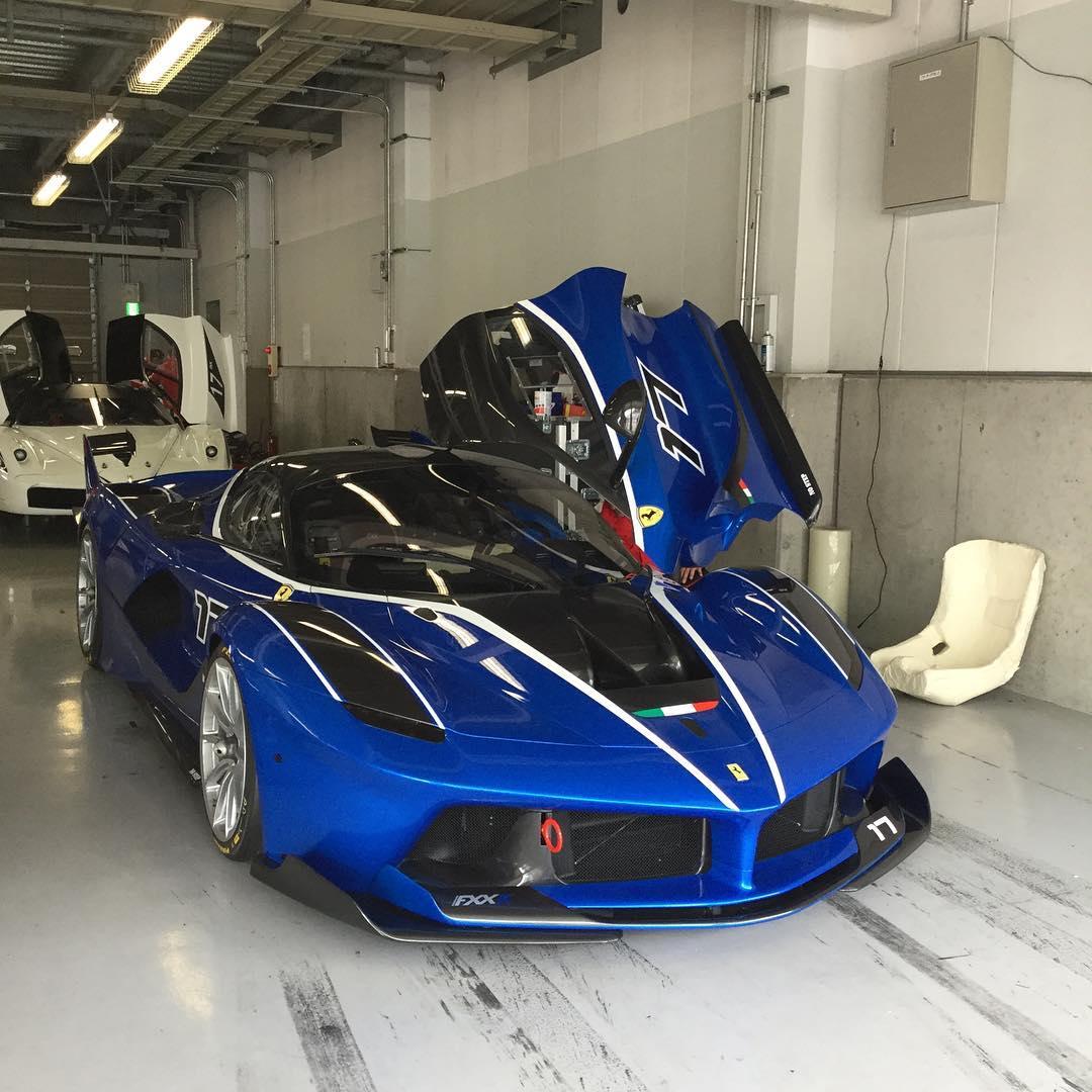 法拉利和保时捷_日本铃鹿赛道 蓝色法拉利FXX K   咱车