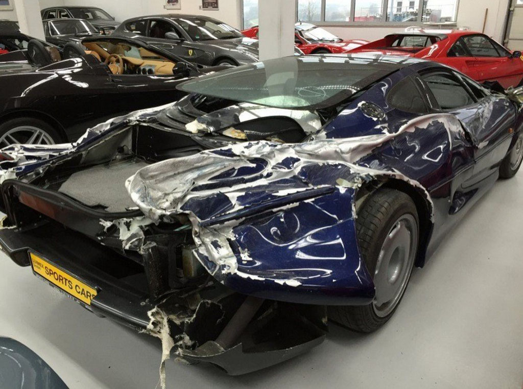 wrecked-jaguar-xj220 (10)