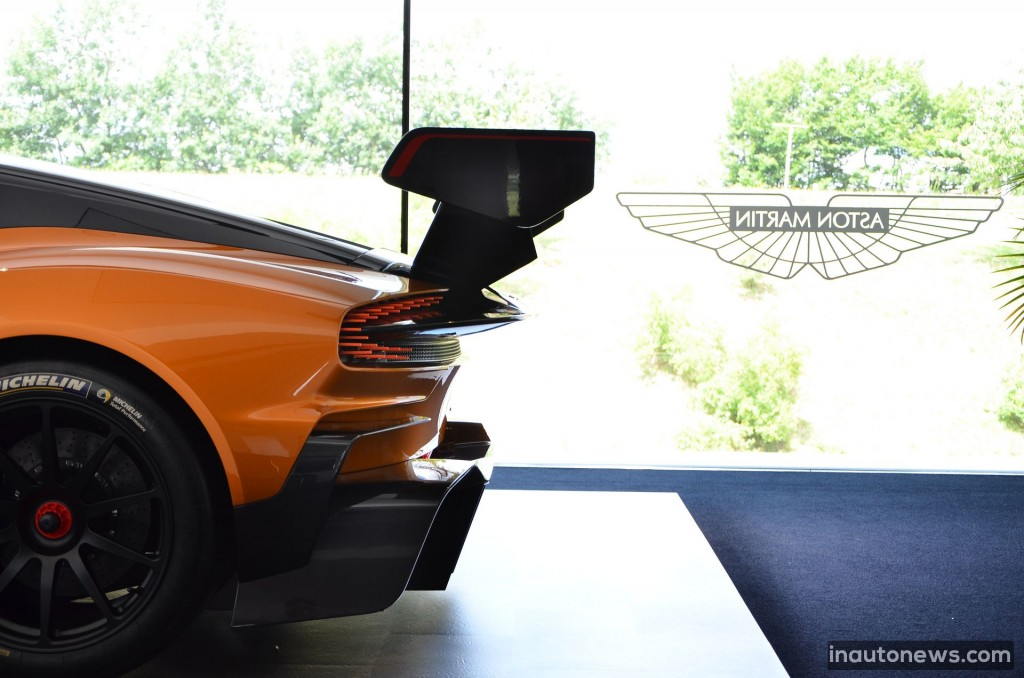 Aston-Martin-Vulcan (12)